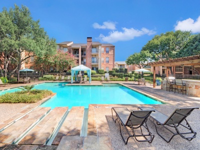 The Oaks of North Dallas resort-style pool